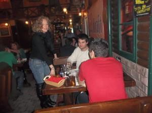Κοπεί Πρωτοχρονιάτικης  πίτας  στην μπυραρία L draft Beerstreet